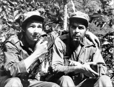 Raúl Castro war Gründungsmitglied der Guerillabewegung 26. Juli in Kuba. Hier mit Ernesto Che Guevara (1958)