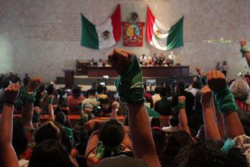 Ein Sieg für die Frauenrechte: Feministinnen nach der Abstimmung im Parlament von Oaxaca