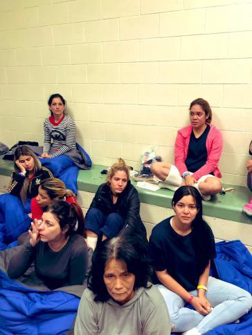 Migrantinnen in einem der Lager auf US-amerikanischer Seite der Grenze zu Mexiko