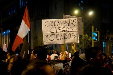 """Zuspruch für die Entscheidung Vizcarras auf den Straßen Perus: """"Blinde und taube Kongressabgeordnete"""""""