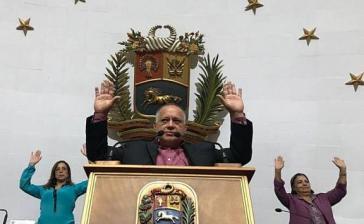 Einstimmig beschloss die verfassunggebende Versammlung von Venezuela am Dienstag die Aufhebung der Immunität des Abgeordneten Guaidó. Vorn am Podium der Präsident der ANC, Diosdado Cabello