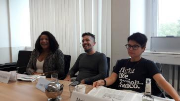 Teilnehmer beim Pressegespräch: Renata Souza (PSOL-Abgeordnete, Rio), Jean Wyllys (früherer PSOL-Abgeordneter, im Exil), Maria Dantas (Abgeordnete Republikanische Linke, Barcelona)