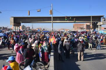 Circa 60 Fernstraßen werden derzeit in Bolivien blockiert. Die Demonstranten fordern faire und zeitnahe Wahlen