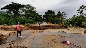 Die Verbindungsstraße zwischen El Progreso und Santa Rita in Honduras wurde auf der Höhe des Ortes Arena Blanca zerstört