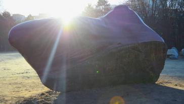 20 Jahre hatte der Kueka-Stein aus Venezuela im Berliner Tiergarten gelegen