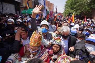 Begeisterter Empfang für Evo Morales in Bolivien. Rechts neben ihm der ehemalige Vizepräsident Álvaro Garcia Línera