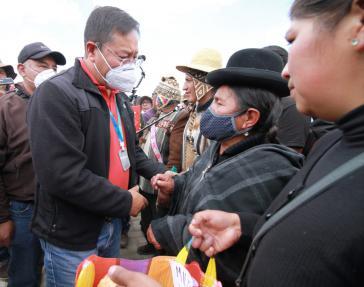Der designierte Präsident von Bolivien, Luis Arce, traf sich am Sonntag in Senkata mit Angehörigen der Opfer des Massakers