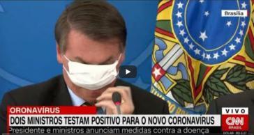 Brasiliens ultrarechter Staatschef, Jair Bolsonaro, tat sich schwer, die Schutzmaske aufzusetzen.