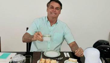 Soll abgesetzt werden: Präsident Jair Bolsonaro. Hier eine Aufnahme vom 8. Juli, nachdem er sich wegen einer Corona-Infektion in Quarantäne begab