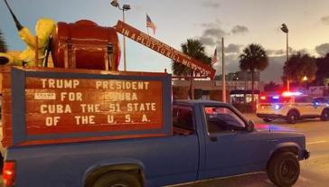Wahlkampf für Trump in Florida. Durch Miami fuhr dieser Lieferwagen. Auf dem Schild wird gefordert, Kuba zum 51. Bundesstaat der USA zu machen