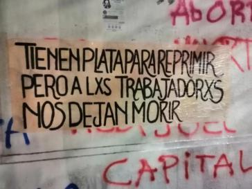 """""""Sie haben Geld für die Unterdrückung, aber die Werktätigen lassen sie sterben"""". Chiles Regierung kaufte kürzlich neue Wasserwerfer"""