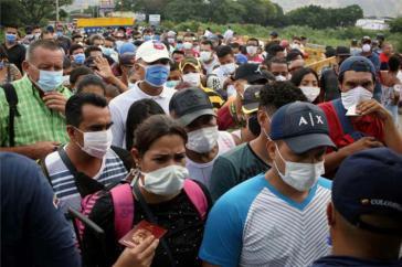 Tausende Menschen versuchen in ihr Heimatland Venezuela zurückzukehren