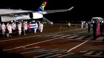 Die kubanische Medizinerbrigade bei der Ankunft in Südafrika
