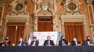 Der argentinische Präsident bei einer seiner Ankündigungen neuer Lockdown-Maßnahmen im Präsidentenpalast