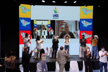 Bei der Kür des Ersatzkandidaten der UNES für das Vizepräsidentenamt war auch Rafael Correa zugeschaltet