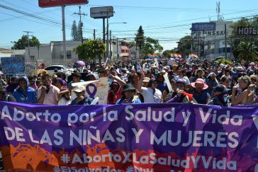 Seit Jahren gehen Frauen in El Salvador für das Recht auf legalen Schwangerschaftsabbruch auf die Straße