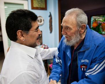 Über Jahrzehnte eng verbunden: Maradona und Fidel Castro