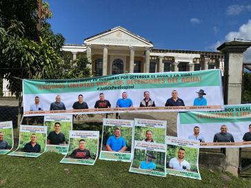 Protest vor dem Gerichtsgebäude in Tocoa