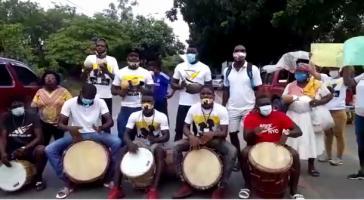 Mitglieder der Garífunaorganisation Ofraneh protestierten vor dem Sitz der ermittelnden Polizei in San Pedro Sula