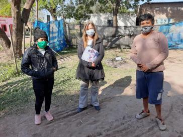 Mitglieder einer Qom-Familie, die Opfer von Polizeigewalt in Argentinien wurden