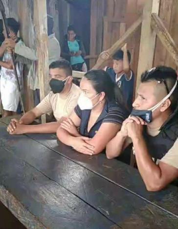 Drei der von Indigenen im ecuadorianischen Amazonasgebiet Entführten, die mittlerweile wieder freigelassen wurden