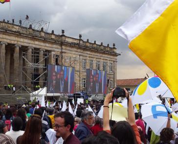 Demonstration anlässlich der Unterzeichnung des Friedensvertrages in Kolumbien 2016. Präsident Duque tut sich schwer mit dessen Umsetzung