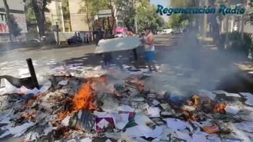 Aus Protest gegen die Verweigerungshaltung der Regierung verbrannten die Besetzer INPI-Akten