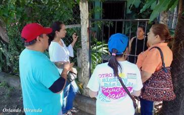 Brigadisten des Gesundheitsministeriums bei Haus-zu Haus-Besuchen