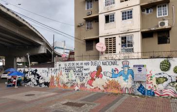 Wandbild gegen die US-Invasion an der Metrostation 5 de mayo in Panama-Stadt