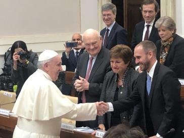 Vielleicht braucht man in Argentinien und beim IWF nach den jüngsten Ankündigungen doch keinen päpstlichen Beistand mehr (hier IWF-Chefin Georgieva und Wirtschaftsminister Guzmán mit Papst Franziskus)