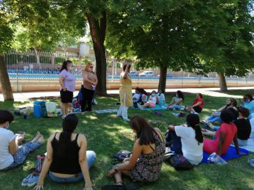 In Madrid treffen sich in Care-Arbeitsstellen beschäftigte Frauen aus Lateinamerika regelmäßig