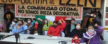 Treffen mit Regierungsvertretern am 25. Nov vor dem besetzten INPI-Gebäude in Mexiko-Stadt