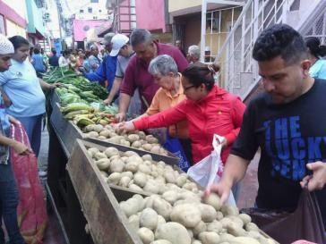 Selbsthilfe: Zu den Aufgaben der sozialistischen Kommune El Panal 2021 in Caracas gehört auch die Versorgung der Bevölkerung mit Lebensmitteln