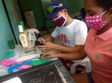 Weit verbreitet in Venezuela: Eigenproduktion von Schutzmasken durch Basisorganisationen