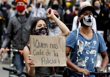 """""""Wer schützt uns vor der Polizei?"""" Das Dekret kriminalisiert die protestierende Jugend"""