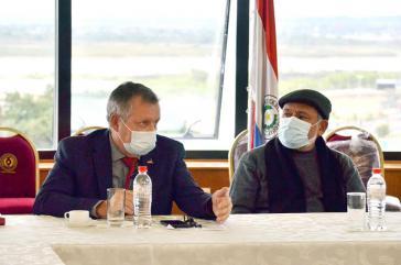 Landwirtschaftsminister Moises Bertoni (links) reagierte mit Drei-Punke-Plan auf die Forderungen der Protestierenden