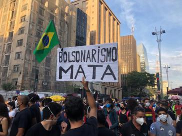 """In der Metropole Sao Paulo auf der Avenida Paulista: """"Bolsonarismus tötet"""""""