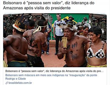 """Brasilianische Medien kommentieren abschätzig """"Maskarade"""" des Präsidenten (im Hintergrund) im indigenen Gebiet"""