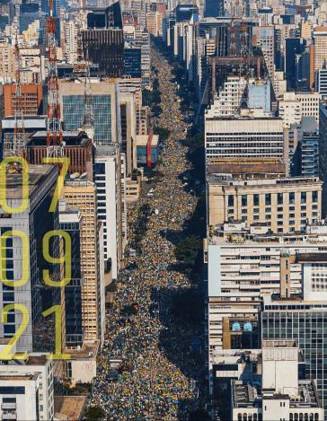 """Twitter-Bild von Bolsonaro zum 7. September, mit Kommentar: """"Ausgleichende Macht und das brasilianische Volk"""""""