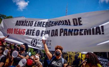 Die Protestierenden fordern die weitere Auszahlung von 600 Reais pro Monat Corona-Hilfe