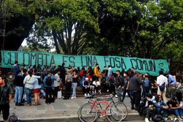 "Transparent bei Demonstration am 12. Februar: ""Kolumbien ist ein Massengrab"""