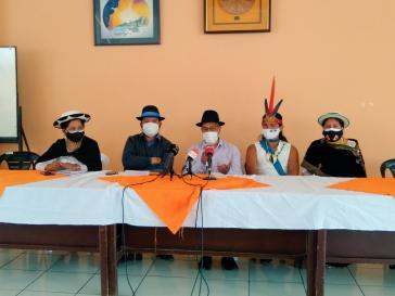 Vertreter von Conaie bei einer Pressekonferenz am Mittwoch, auf der sie, entgegen der Position ihres Präsidenten Jaime Vargas, ihre Empfehlung zur ungültigen Wahl wiederholten