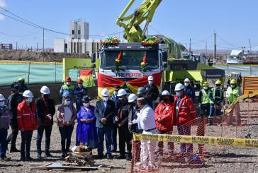 Präsident Luis Arce nahm an der offiziellen Zeremonie im Rahmen der Grundsteinlegung des geplanten Atomreaktors in Bolivien teil