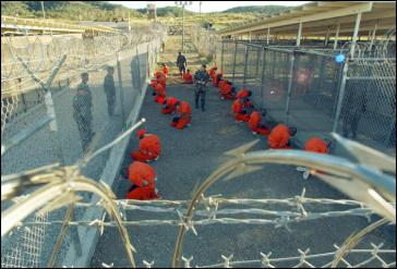 Die ersten 20 Gefangenen wurden am 11. Januar 2002 in das Lager verschleppt