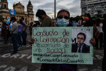 """Der Vorname der Generalstaatsanwältin, Consuelo, bedeutet Labsal, Trost. Daraus entwickeln Protestierende verschiedene Schmähungen, u.a. den Hashtag """"Trost der Korrupten"""""""