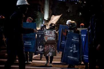 Als politisches Kollektiv aktiv für die Selbstverteidigung gegen Polizeigewalt: Die Escudos Azules in Kolumbien