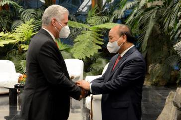 Vietnams Präsident Nguyen Xuan Phuc (rechts) zu Gesprächen bei seinem kubanischen Amtskollegen Miguel Díaz-Canel