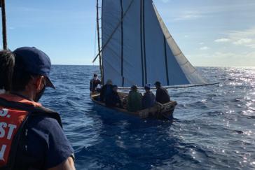 Ein Fall von vielen: Die US-Küstenwache stoppt am 2. März 2021 ein Boot mit acht Migranten in Islamorada, Florida. Sie wurden nach Kuba zurückgeschickt