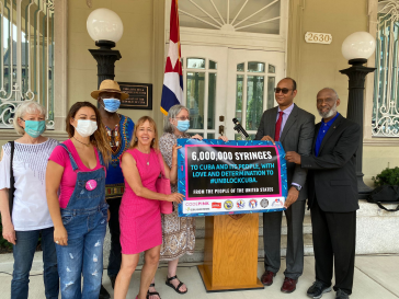 Solidaritätsgruppen in den USA haben sechs Millionen dringend benötigte Spezialspritzen nach Kuba geschickt