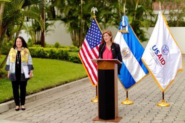 Power bei eine Rede in El Salvador, der ersten Station ihrer Reise